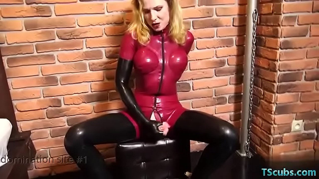 Masque en latex pipe transexuelle pictures photo 1