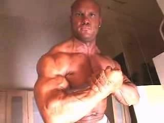 Muscle gros morceau solo hotntubes porno photo 1